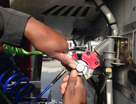 Coupling: How to connect the air and electrical lines from the CMV to the trailer.